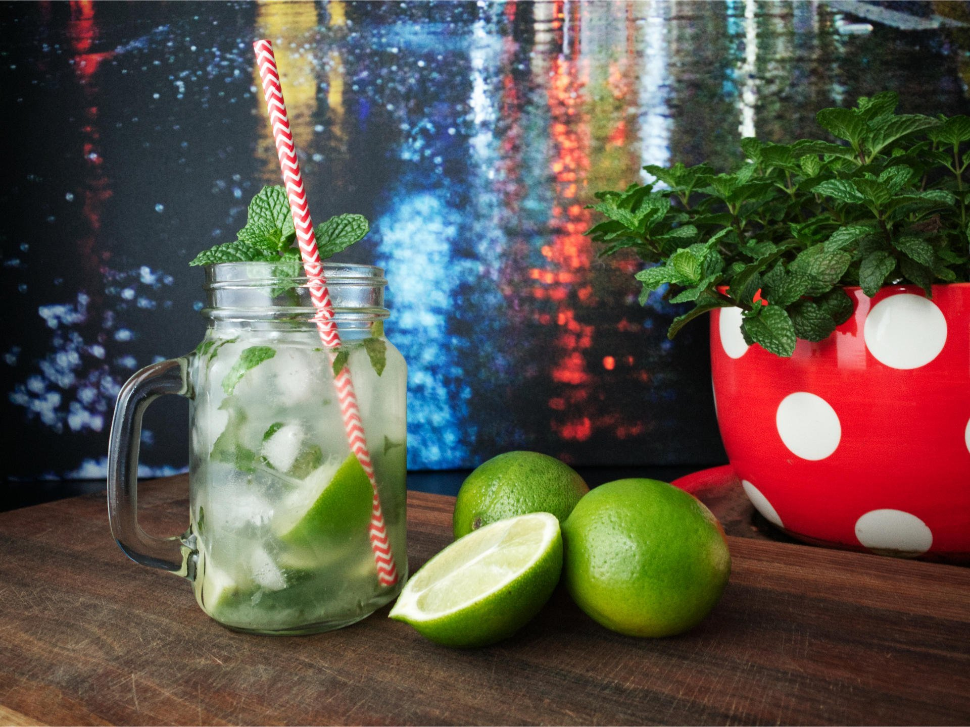 Mojito cocktail with limes and fresh mint